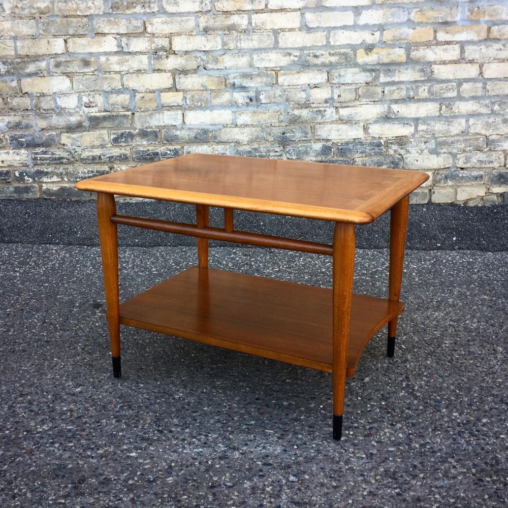 Acclaim accent table - Lane Furniture