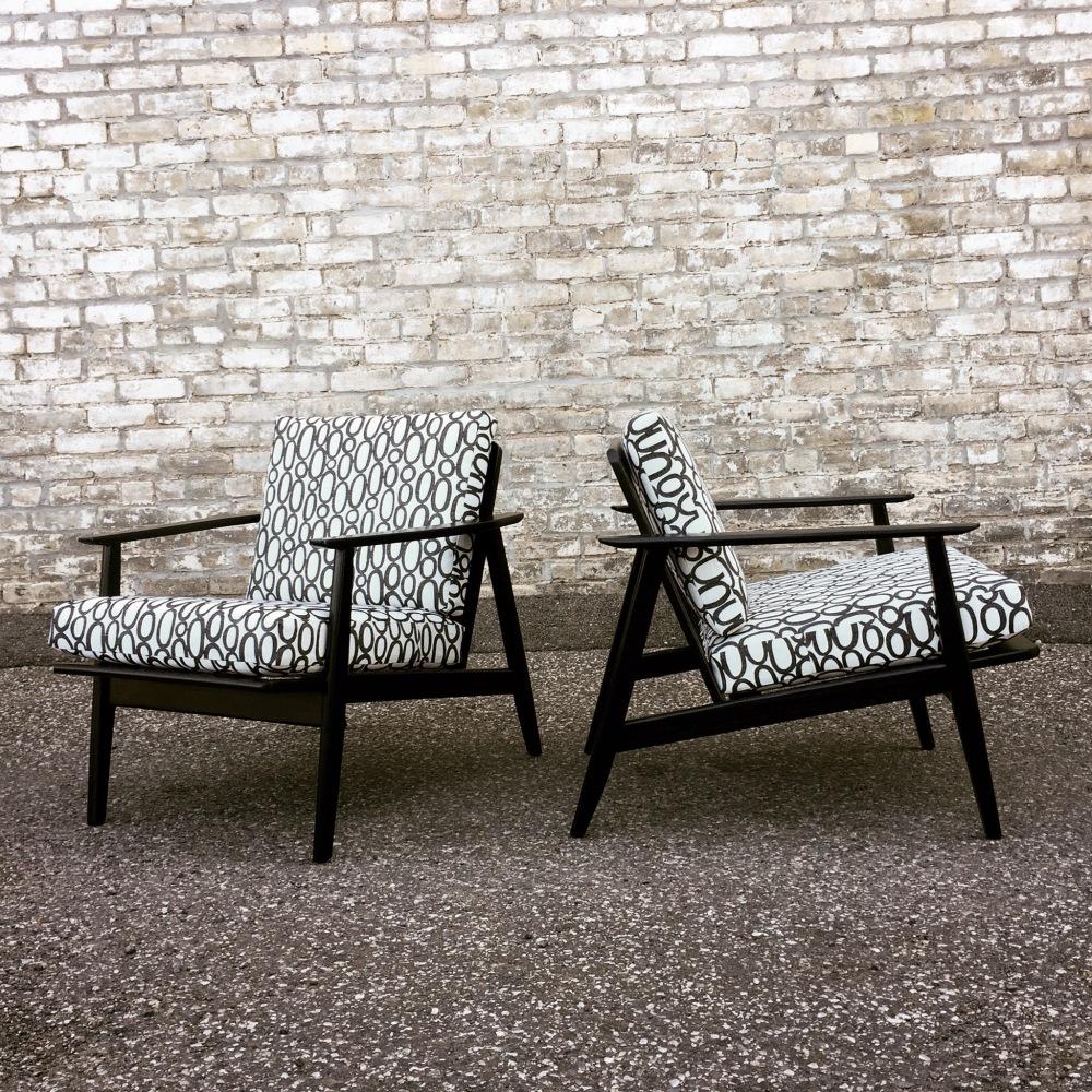 NNK_chairs_black-frames_8
