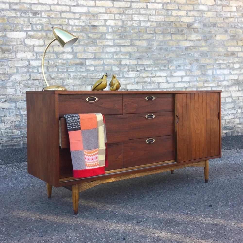 Hooker Mainline nine-drawer lowboy dresser