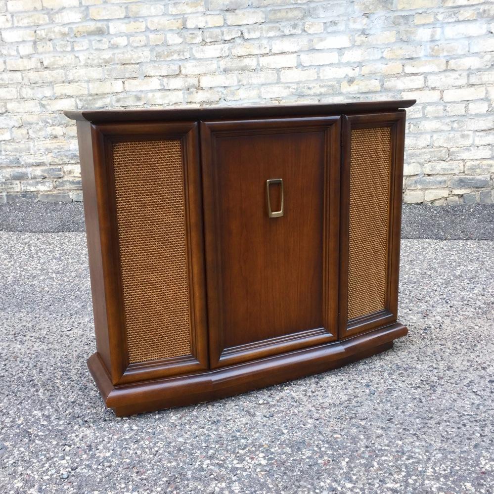 JMZ_console-cabinet_1