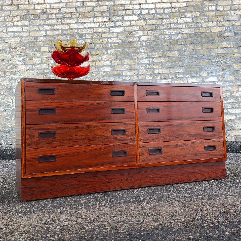 Poul Hundevad 8-drawer rosewood dresser