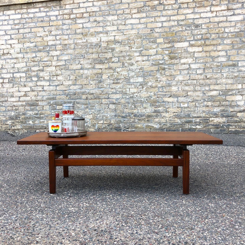 Jens Risom Design walnut bench - coffee table