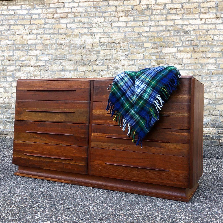 Bissman Furniture 8-drawer dresser