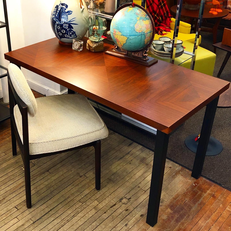 KLM_table-writing-desk_1