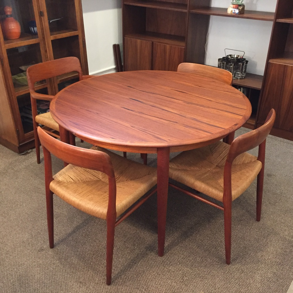 Danish dining set - Moreddi round dining table + J.L. Moller Model 75 chairs
