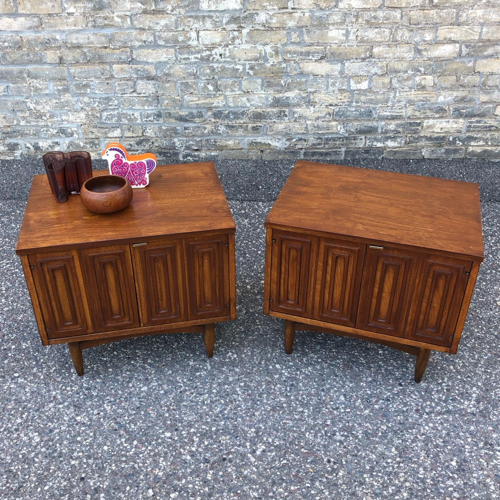 Broyhill Sculptra cabinet-style nightstand pair - restored