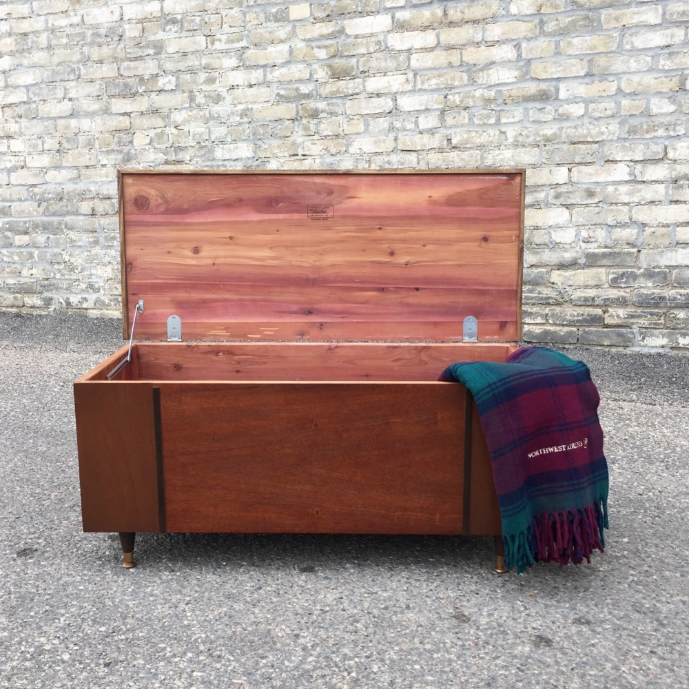 Lane Thriftline cedar chest